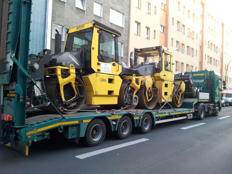Tiefladertransport Baumaschinen